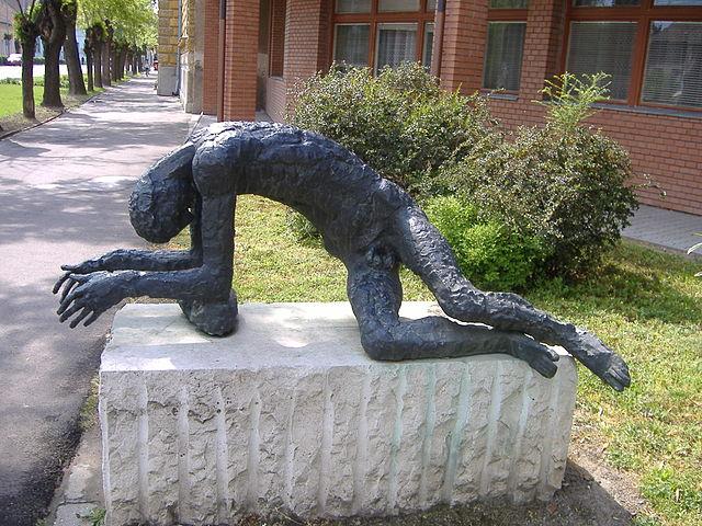 Me - Myalgisk Encefalopati, hva er det - Statue of the Tired Man of Jozsef Somogyi, Hungary